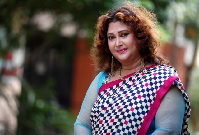নাটক নির্মাণে রিনা খান